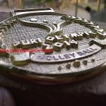 medali logam kuningan etsa